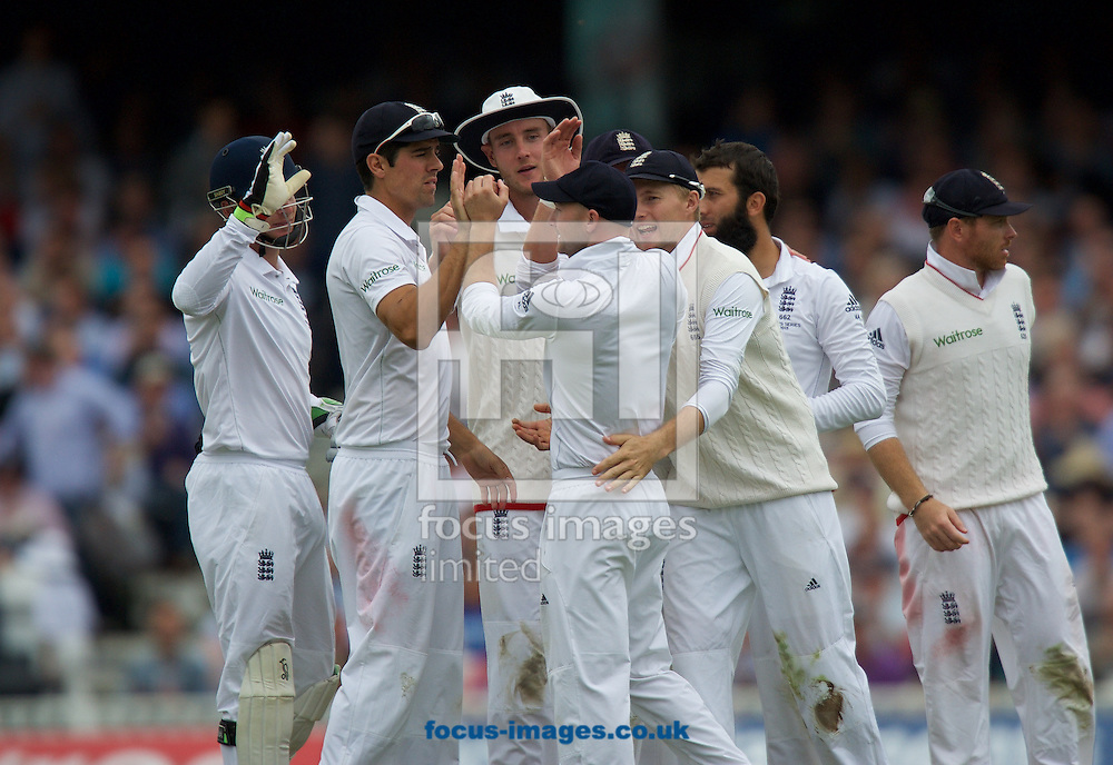 Joe Root of England and his team mates congratulates Adam Lyth (centre)after taking the wicket of David Warner of Australia with a catch during the 5th Investec Ashes Test Match match at the Kia Oval, London<br /> Picture by Alan Stanford/Focus Images Ltd +44 7915 056117<br /> 20/08/2015