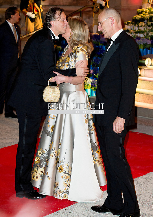 King Willem-Alexander and Queen Maxima of The Netherlands host an concert for President Francois Hollande at Petit Paleis Musee in Paris, France, 11 March 2016. The King and the Queen are in France for an state visit 10 and 11 March. Photo: Robin Utrecht 7-1-2016