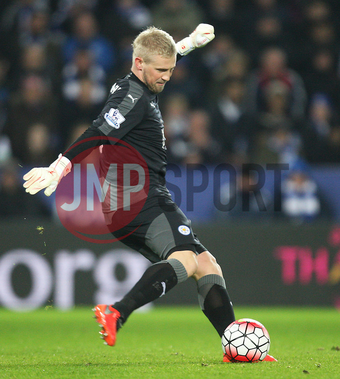Kasper Schmeichel of Leicester City in action - Mandatory byline: Jack Phillips/JMP - 14/03/2016 - FOOTBALL - King Power Stadium - Leicester, England - Leicester City v Newcastle United - Barclays Premier League