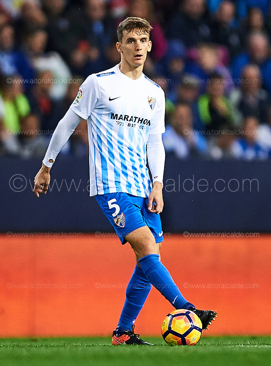 MALAGA, SPAIN - DECEMBER 09:  Diego Llorente of Malaga CF in action during La Liga match between Malaga CF and Granada CF at La Rosaleda Stadium December 9, 2016 in Malaga, Spain.  (Photo by Aitor Alcalde Colomer/Getty Images)