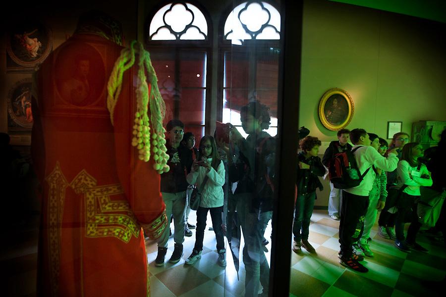 Students of 'Gattattico' elementary school learning about their heritage at the Musei del Tricolore in Reggio Emilia.