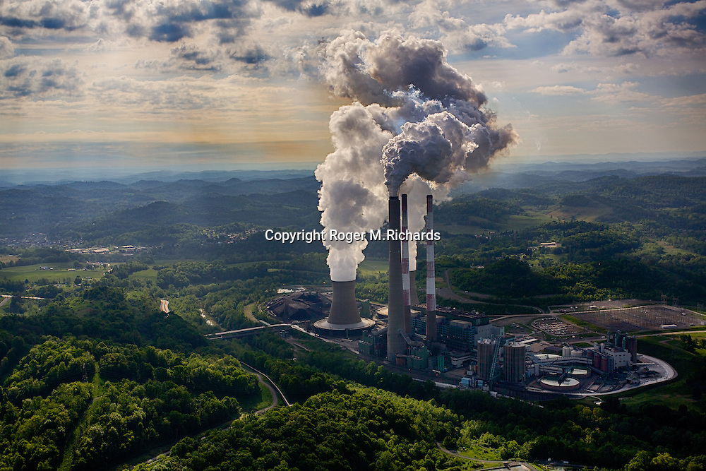 Aerial view of the Harrison coal-fired power plant in Haywood, West Virginia. The plume of yellow-brown pollutants being emitted is visible. Coal from underground mining is still number one but is competing with natural gas and oil from hydraulic fracturing, aka fracking, as a primary source of energy in the USA. The Harrison power plant was built in 1974 and has one of the world's tallest chimneys at 305 meters.