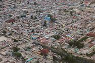 PORTO PRINCIPE, PP, HAITI, 13/01/10, 20h10: Vista aerea da cidade de Porto Principe, atingida por terremoto. (foto: Caio Guatelli/Folha Imagem)