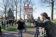 Nederland, Nijmegen, 25-3-2017Protestactie op het valkhof, valkhofpark, tegen de bouw, herbouw, van de Donjon .Het wordt een replica van de toren die onderdeel was van de Valkhofburcht van Frederik Barbarossa, die rond 1795 is afgebroken en als puin verhandeld is. De Valkhofvereniging ijvert al jaren voor herbouw.Bij de gemeenteraadsverkiezingen van 7 maart 2006 heeft 60% van de bevolking per referendum voor de herbouw gestemd. Breekpunt is de eis om het park openbaar toegankelijk te houden, hetgeen vrijwel onmogelijk wordt als de toren commercieel geexploiteerd moet worden. Ook de ondergrond zou niet stevig genoeg zijn. Een projectintwikkelaar heeft nu een bouwplan ingediend.Foto: Flip Franssen