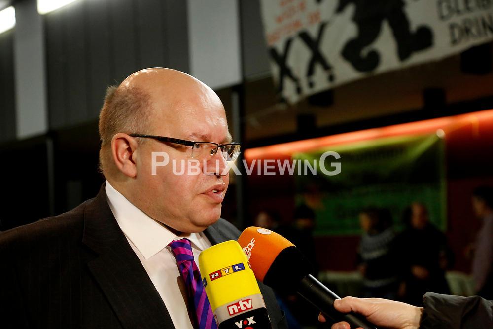 Am 21. Januar 2012 besucht Bundesumweltminister Peter Altmaier (CDU) das Wendland, um f&uuml;r das Endlagersuchgesetz zu werben. Neben anderen Terminen, f&uuml;hrt er am Abend auch eine Podiumsdiskussion mit Atomkraftgegnern aus L&uuml;chow-Dannenberg. <br /> <br /> Ort: L&uuml;chow<br /> Copyright: Michaela M&uuml;gge<br /> Quelle: PubliXviewinG