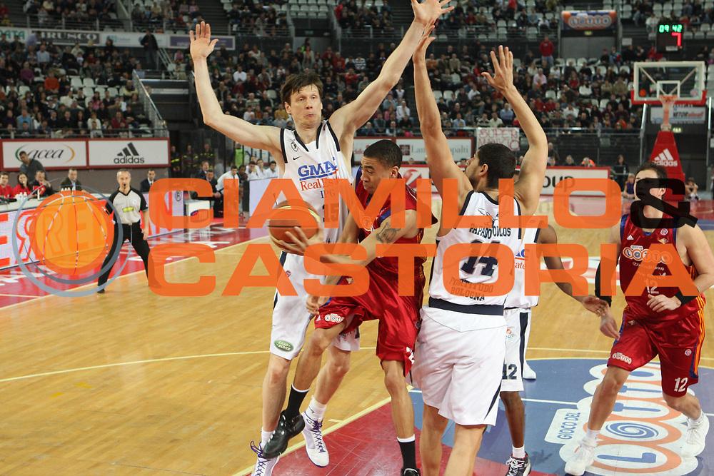 DESCRIZIONE : Roma Lega A1 2008-09 Lottomatica Virtus Roma Gmac Fortitudo Bologna <br /> GIOCATORE : Ibrahim Jaaber<br /> SQUADRA : Lottomatica Virtus <br /> EVENTO : Campionato Lega A1 2008-2009 <br /> GARA : Lottomatica Virtus Roma Gmac Fortitudo Bologna <br /> DATA : 01/02/2009 <br /> CATEGORIA : passaggio<br /> SPORT : Pallacanestro <br /> AUTORE : Agenzia Ciamillo-Castoria/G.Ciamillo