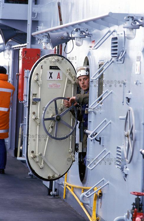 """The Italian aircraft carrier  """"G. Garibaldi"""" ..Flight deck staff"""