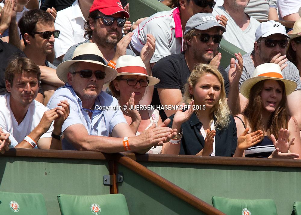 Stanislas Wawrinka Team in der Spieler Loge, Vater Wolfram,Mutter Isabella und Schwester Naella, Herren Finale<br /> <br /> Tennis - French Open 2015 - Grand Slam ITF / ATP / WTA -  Roland Garros - Paris -  - France  - 7 June 2015.