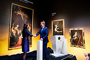 Koning Willem Alexander opent tentoonstelling Utrecht, Caravaggio en Europa in het Centraal Museum, Utrecht<br /> <br /> King Willem Alexander opens exhibition Utrecht, Caravaggio and Europe in the Centraal Museum, Utrecht<br /> <br /> Op de foto / On the photo:  Officiele openingshandeling door Koning Willem Alexander / Official opening by King Willem Alexander