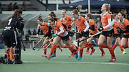 Den Haag - Hoofdklasse hockey dames, HDM-GRONINGEN  (6-2).  Warming up Groningen.  midden aanvoerder Klaartje de Bruijn (Gron.)  COPYRIGHT KOEN SUYK