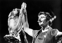 Fotball<br /> England <br /> Foto: Colorsport/Digitalsport<br /> NORWAY ONLY<br /> <br /> Trevor Francis (Nottingham Forest) with European Cup. Nottingham Forest v Malmö, May 1979 Munich