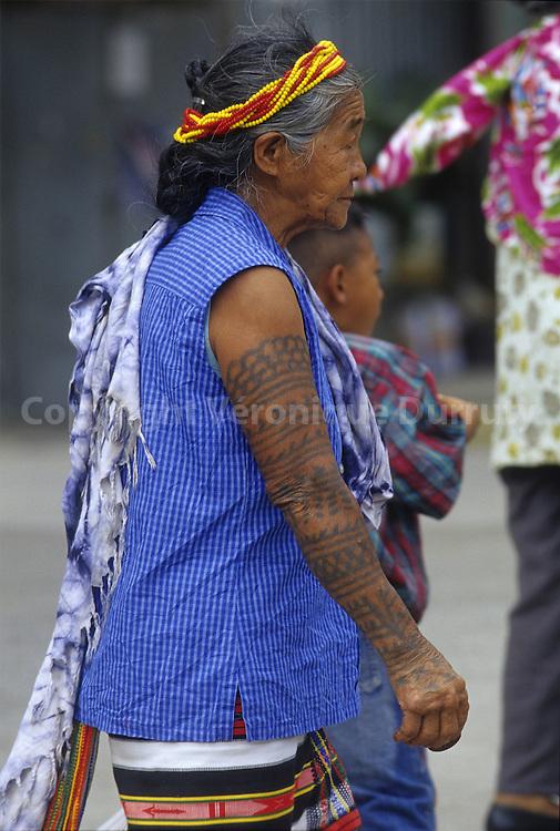 OLD BONTOC WOMAN, BONTOC, CORDILLERA, NORTH LUZON, THE PHILIPPINES