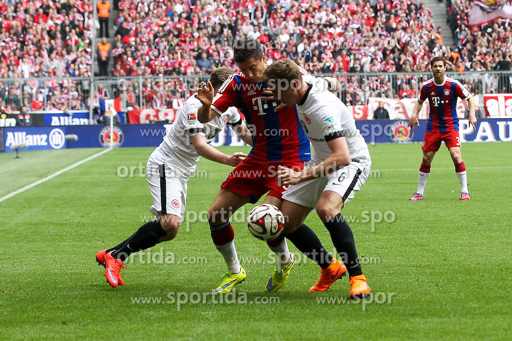 11.04.2015, Allianz Arena, Muenchen, GER, 1. FBL, FC Bayern Muenchen vs Eintracht Frankfurt, 28. Runde, im Bild l-r: im Zweikampf, Aktion, mit Marc Stendera #21 (Eintracht Frankfurt), Robert Lewandowski #9 (FC Bayern Muenchen) und Bastian Oczipka #6 (Eintracht Frankfurt) // during the German Bundesliga 28th round match between FC Bayern Munich and Eintracht Frankfurt at the Allianz Arena in Muenchen, Germany on 2015/04/11. EXPA Pictures &copy; 2015, PhotoCredit: EXPA/ Eibner-Pressefoto/ Kolbert<br /> <br /> *****ATTENTION - OUT of GER*****