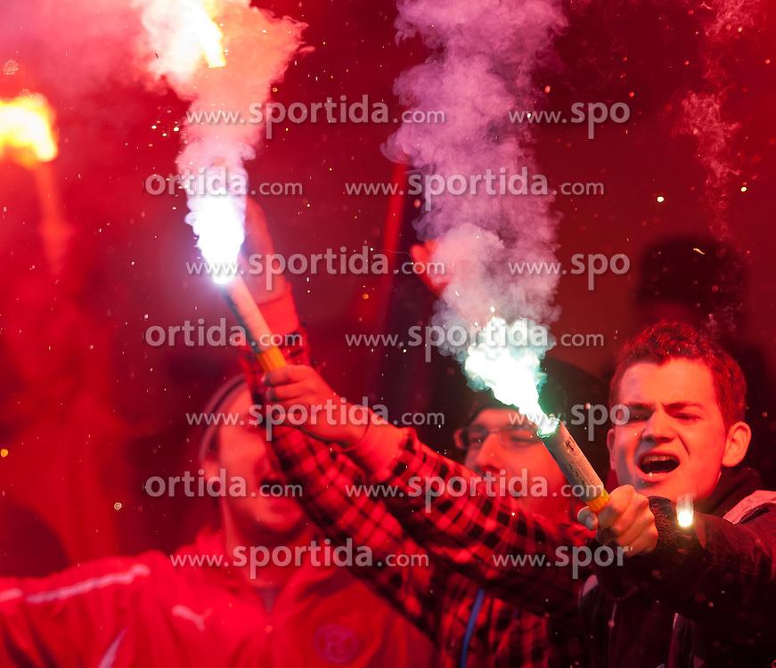 23.06.2011, Alois Latini Stadion, Zell am See, AUT, FSP, KARPATY LVIV vs FORTUNA DÜSSELDORF, im Bild Fans von Fortuna Düsseldorf zündeten vor dem Spiel Bengalische Feuer, der Stadionsprecher musste sie aufffordern dies einzustellen sonst kann die Partie nicht angefiffen werden// during the Friendly Game, KARPATY LVIV vs FORTUNA DÜSSELDORF, at the Alois Latini Stadium, Austria on 23/06/2011, EXPA Pictures © 2011, PhotoCredit: EXPA/ J. Feichter