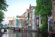 In de historische binnenstad hebben de straten namen als Fnidsen en Luttik Ouddorp. De boom op de foto staat in de Wijde Glop.