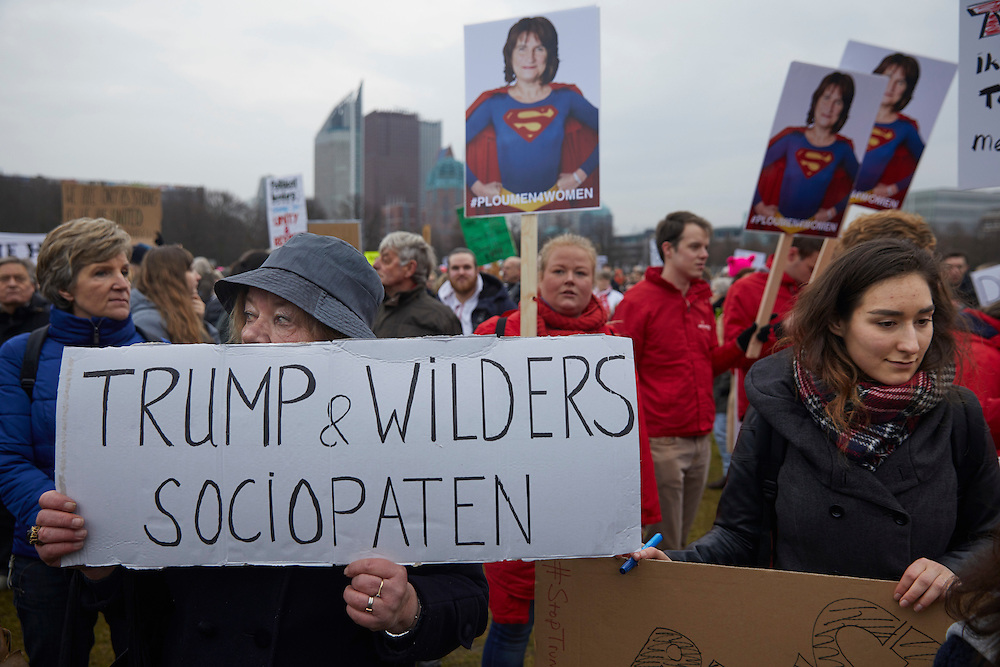 DEN HAAG, 1 februari 2017.<br /> Demonstratie tegen Trumps 'Muslimban'. Demonstranten voeren actie op het Malieveld tegen het inreisverbod dat de Amerikaanse president Donald Trump instelde voor inwoners uit zeven islamitische landen.<br /> FOTO MARTIJN BEEKMAN