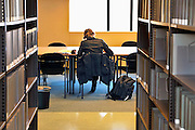 Nederland, Nijmegen, 17-2-2011Student in een van de bibliotheken van de Radboud Universiteit. Hier in de bibliotheek van geneeskunde.Foto: Flip Franssen/Hollandse Hoogte