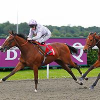 Cornish Path and Cathy Gannon winning the 7.50 race