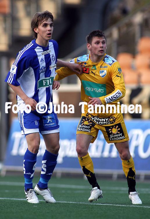06.05.2009, Finnair Stadium, Helsinki, Finland..Veikkausliiga 2009 - Finnish League 2009.HJK Helsinki - IFK Mariehamn.Jarno Parikka (HJK) v Patrik Rikama (MIFK).©Juha Tamminen.
