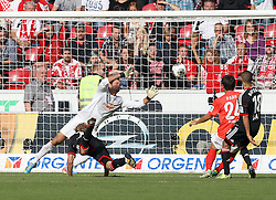 21.09.2013, Coface Arena, Mainz, GER, 1. FBL, 1. FSV Mainz 05 vs Bayer 04 Leverkusen, 6. Runde, im Bild, , Torraum-Szene zum 0:4, links: Kiessling, Stefan (11)/ Bayer 04 Leverkusen, mitte: Mueller, Heinz (33)/ FSV Mainz 05, rechts: JooHo Park (24)/ FSV Mainz 05, rechts/aussen: Sam, Sidney (18)/ Bayer 04 Leverkusen,  // during the German Bundesliga 6th round match between 1. FSV Mainz 05 and Bayer 04 Leverkusen at the Coface Arena, Mainz, Germany on 2013/09/21. EXPA Pictures © 2013, PhotoCredit: EXPA/ Eibner/ Kellner<br /> <br /> ***** ATTENTION - OUT OF GER *****