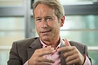 16 JUL 2015, BERLIN/GERMANY:<br /> Ulrich Nussbaum, Senator a.D. und Vorsitzenden des Präsidiums Deutschen Verkehrsforum, dvf, waehrend einem Interview, Geschaeftsstelle Deutsches Verkehrsforum<br /> IMAGE: 20150716-01-017<br /> KEYWORDS: Ulrich Nußbaum