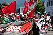 Deutschland | Garmisch-Partenkirchen | 05.06.2015: G7 Gipfel in Elmau bei Garmisch-Partenkirchen. Protestzug mit ca. 450 Teilnehmern vom Camp zum Marschall-Komplex der US Armee in Garmisch.<br /> <br /> hier: <br /> <br /> 20150605<br /> <br /> NUTZUNG HONORARPFLICHTIG!<br /> [Inhaltsveraendernde Manipulation des Fotos nur nach ausdruecklicher Genehmigung des Fotografen. Vereinbarungen ueber Abtretung von Persoenlichkeitsrechten/Model Release der abgebildeten Person/Personen liegt/liegen nicht vor.] [No Model Release | No Property Release]
