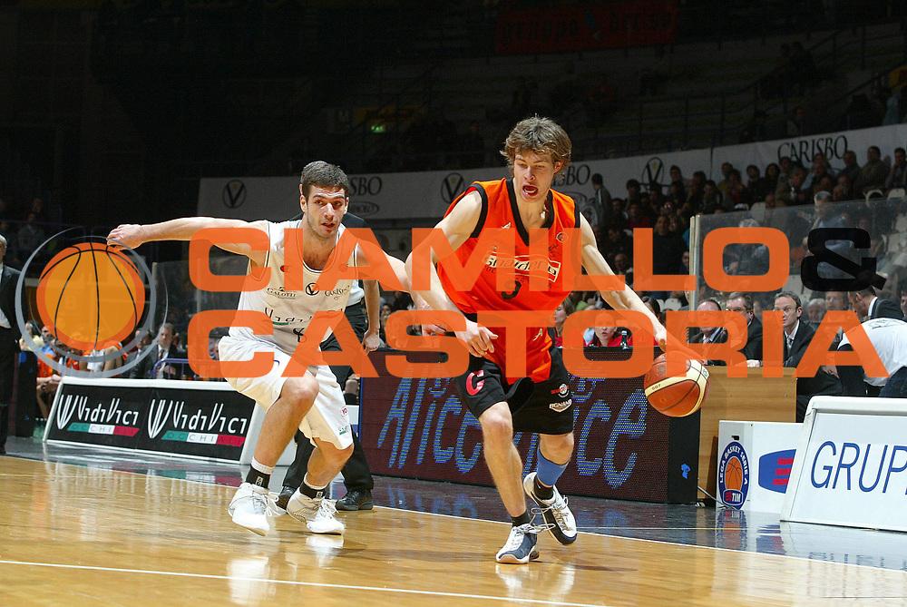 DESCRIZIONE : Bologna Lega A1 2006-07 VidiVici Virtus Bologna Snaidero Udine<br /> GIOCATORE : Antonutti<br /> SQUADRA : Snaidero Udine<br /> EVENTO : Campionato Lega A1 2006-2007 <br /> GARA : VidiVici Virtus Bologna Snaidero Udine<br /> DATA : 04/02/2007 <br /> CATEGORIA : palleggio<br /> SPORT : Pallacanestro <br /> AUTORE : Agenzia Ciamillo-Castoria/G.Livaldi<br /> Galleria : Lega Basket A1 2006-2007 <br /> Fotonotizia : Bologna Campionato Italiano Lega A1 2006-2007 VidiVici Virtus Bologna Snaidero Udine<br /> Predefinita :