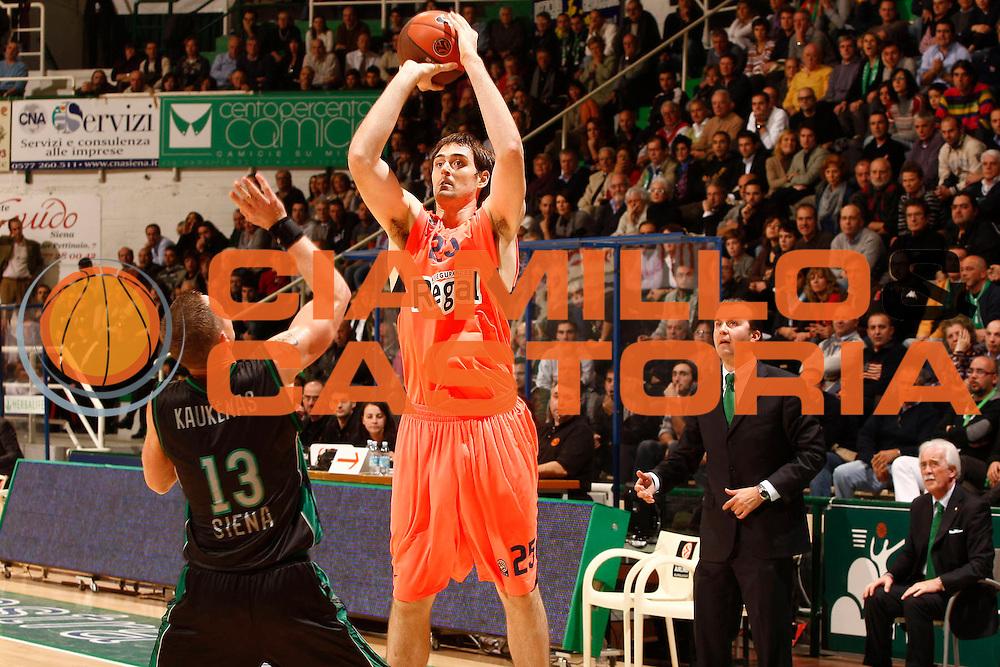 DESCRIZIONE : Siena Eurolega 2010-11 Montepaschi Siena Regal Barcellona Barcelona<br /> GIOCATORE : Erazem Lorbek<br /> SQUADRA : Regal Barcellona Barcelona<br /> EVENTO : Eurolega 2010-2011<br /> GARA :  Montepaschi Siena Regal Barcellona Barcelona<br /> DATA : 17/11/2010<br /> CATEGORIA : tiro<br /> SPORT : Pallacanestro <br /> AUTORE : Agenzia Ciamillo-Castoria/P.Lazzeroni<br /> Galleria : Eurolega 2010-2011<br /> Fotonotizia : Siena Eurolega Euroleague 2010-11 Montepaschi Siena Regal Barcellona Barcelona<br /> Predefinita :