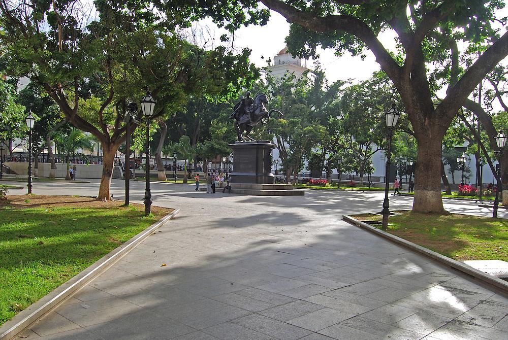 PLAZA BOLIVAR<br /> Caracas - Venezuela 2008<br /> Photography by Aaron Sosa<br /> <br /> La Plaza Bol&iacute;var de Caracas es uno de los espacios p&uacute;blicos m&aacute;s importantes y reconocidos de Venezuela, se encuentra ubicada en el centro hist&oacute;rico de esa ciudad en la Parroquia Catedral del Municipio Libertador, en la manzana central de las 25 con las que fue creada Santiago de Le&oacute;n de Caracas en 1567...La Plaza Bol&iacute;var est&aacute; rodeada por edificaciones importantes como la Catedral de Caracas, el Museo Sacro, el Palacio Arzobispal, el Palacio Municipal, Capilla de Santa Rosa de Lima, la Casa Amarilla y el edificio de la Alcald&iacute;a Metropolitana, adem&aacute;s al suroeste de ella se encuentra el Palacio Federal Legislativo.