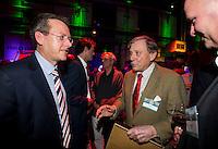 UTRECHT - NVG Congres 2017. Pieter Aalders, voormalig manager van de Kennemer Golf Club , ontving de NVG Award 2017.  links NGF directeur Jeroen Stevens.    FOTO © Koen Suyk