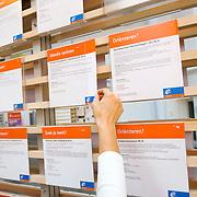 Nederland Rotterdam 26-03-2009 20090326 Foto: David Rozing ..Serie UWV, vacatures. UWV Werkbedrijf lokatie Schiekade centrum Rotterdam, de vroegere arbeidsbureaus ( CWI UWV ) De werkloosheid in Nederland begint op te lopen. Dat blijkt uit de jongste cijfers die het Centraal Bureau voor de Statistiek (CBS) de oorzaak is de krediet crisis Holland, The Netherlands, dutch, Pays Bas, Europe,  , , economische, financien, financiele, krimp, krimpen, nederlandse, economy..Foto: David Rozing