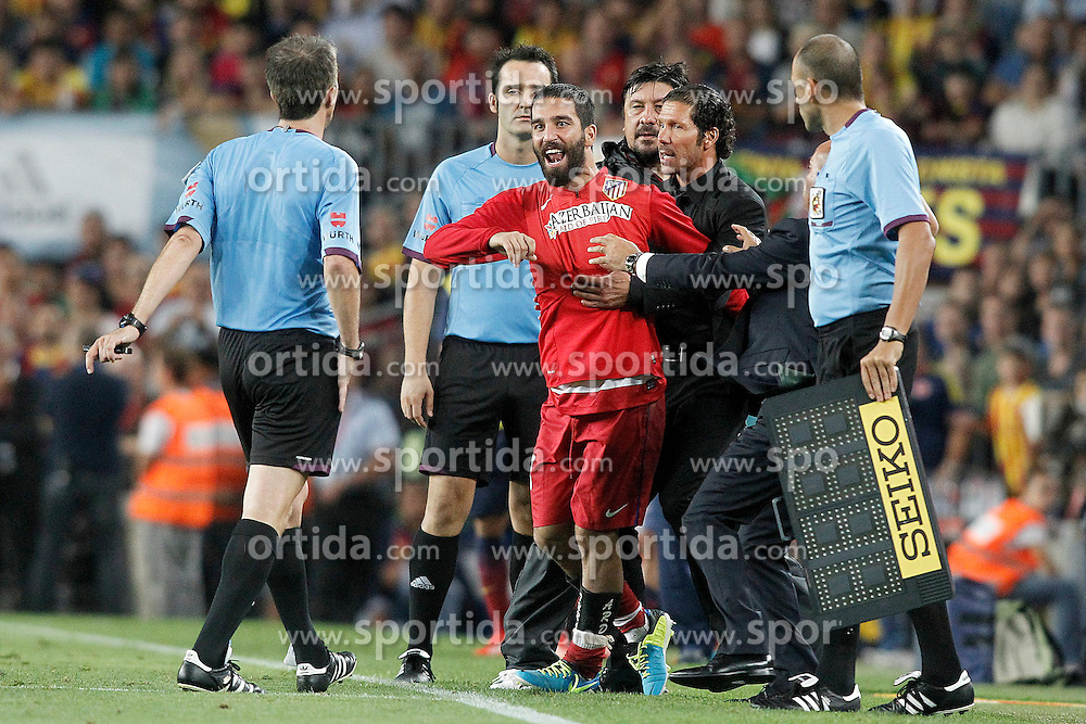28.08.2013, Camp Nou, Barcelona, ESP, Supercup, FC Barcelona vs Atletico Madrid, Rueckspiel, im Bild Atletico de Madrid's Arda Turan (c) have words with the referee David Fernandez Borbalan in presence of the coach Diego Pablo Cholo Simeone (2r) and the Second Coach German Mono Burgos (c-r) // during second leg match of the Spanish Supercup match between Barcelona FC and Atletico Madrid at the Camp Nou in Barcelona, Spain on 2013/08/28. EXPA Pictures &copy; 2013, PhotoCredit: EXPA/ Alterphotos/ Acero<br /> <br /> ***** ATTENTION - OUT OF ESP and SUI *****