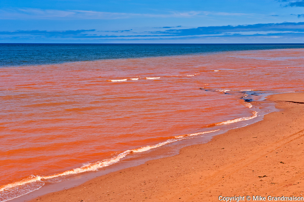 Red sandstone beach along the Northumberland Strait<br />
