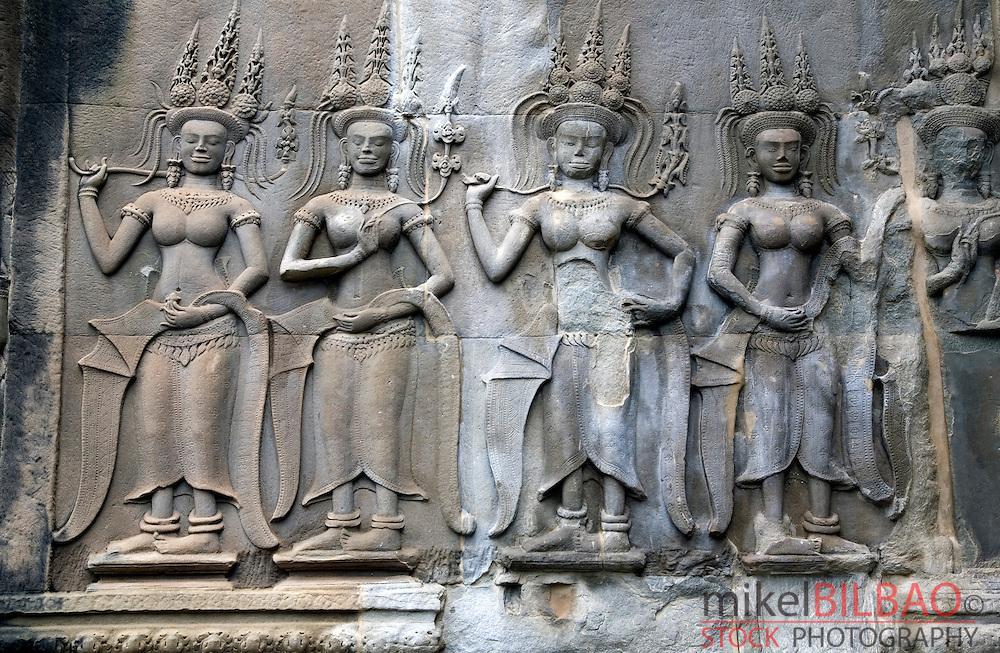 Apsara (celestial dancers) sculpted. <br /> Angkor Wat temple. Cambodia, Asia