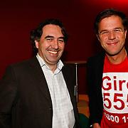 NLD/Hilversum/20100121 - Benefietactie voor het door een aardbeving getroffen Haiti, Mark Rutte en zijn pr man Nick van Kouwenhoven