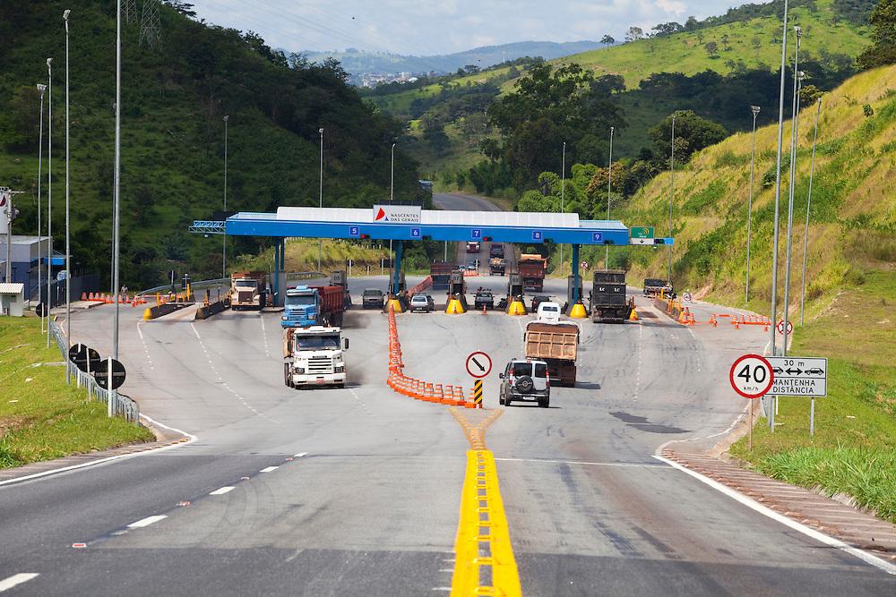 Itauna_MG, Brasil...PPP (Parceria Publico-Privada) na concessao da MG 050. Na foto, posto de pedagio...PPP (Public-Private Partnership) in the concession of MG 050. In this photo, the toll plaza...Foto: LEO DRUMOND / NITRO