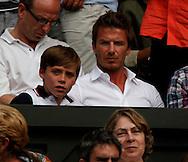 Wimbledon 2010,Sport, Tennis, ITF Grand Slam Tournament, David Beckham und sein Sohn als Zuschauer auf der Tribuene..Foto: Juergen Hasenkopf..