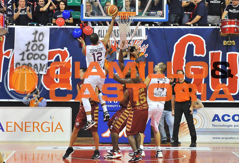 DESCRIZIONE : Biella Lega A 2012-13 Angelico Biella Umana Venezia<br /> GIOCATORE : Trey Johnson<br /> SQUADRA : Angelico Biella<br /> EVENTO : Campionato Lega A 2012-2013 <br /> GARA : Angelico Biella Umana Venezia <br /> DATA : 25/11/2012<br /> CATEGORIA : Penetrazione Tiro<br /> SPORT : Pallacanestro <br /> AUTORE : Agenzia Ciamillo-Castoria/ L.Goria<br /> Galleria : Lega Basket A 2012-2013<br /> Fotonotizia : Biella Lega A 2012-13  Angelico Biella Umana Venezia <br /> Predefinita