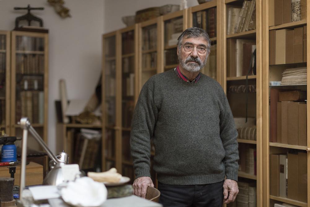 Leandro Gottsher fondatore del laboratorio del restauro dei libri<br /> <br /> Leandro Gottsher founder of the Laboratory Restoration of books