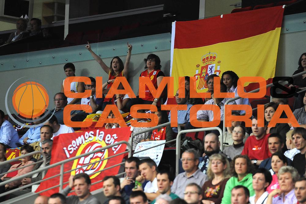 DESCRIZIONE : Riga Latvia Lettonia Eurobasket Women 2009 Final 3rd-4th Place Spagna Bielorussia Spain Belarus<br /> GIOCATORE : Tifosi Supporters<br /> SQUADRA : Spagna Spain<br /> EVENTO : Eurobasket Women 2009 Campionati Europei Donne 2009 <br /> GARA : Spagna Bielorussia Spain Belarus<br /> DATA : 20/06/2009 <br /> CATEGORIA : esultanza<br /> SPORT : Pallacanestro <br /> AUTORE : Agenzia Ciamillo-Castoria/M.Marchi<br /> Galleria : Eurobasket Women 2009 <br /> Fotonotizia : Riga Latvia Lettonia Eurobasket Women 2009 Final 3rd-4th Place Spagna Bielorussia Spain Belarus<br /> Predefinita :
