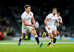 England Fly-Half Owen Farrell in action - Mandatory byline: Rogan Thomson/JMP - 07966 386802 - 15/08/2015 - RUGBY UNION - Twickenham Stadium - London, England - England v France - QBE Internationals 2015.