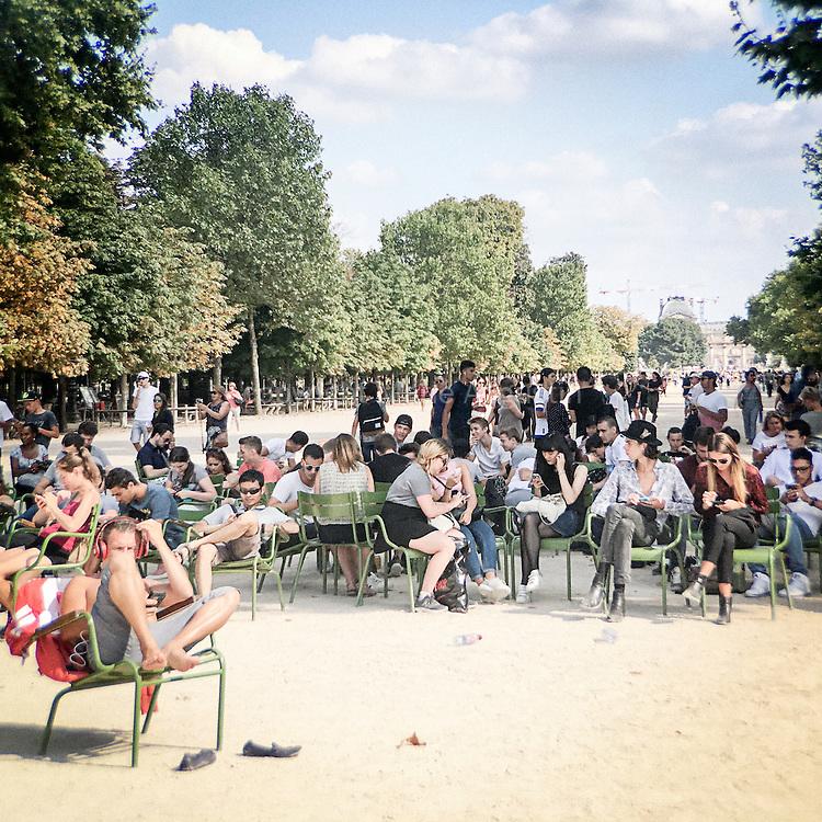 Chasse au Pokemon, fin août - Jardin des Tuileries, 1er arr. de Paris