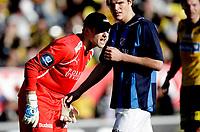 Fotball<br /> Tippeligaen<br /> Åråsen Stadion 10.04.10<br /> Lillestrøm - Stabæk<br /> Jon Knudsen roper , Henning HAuger foran<br /> Foto: Eirik Førde