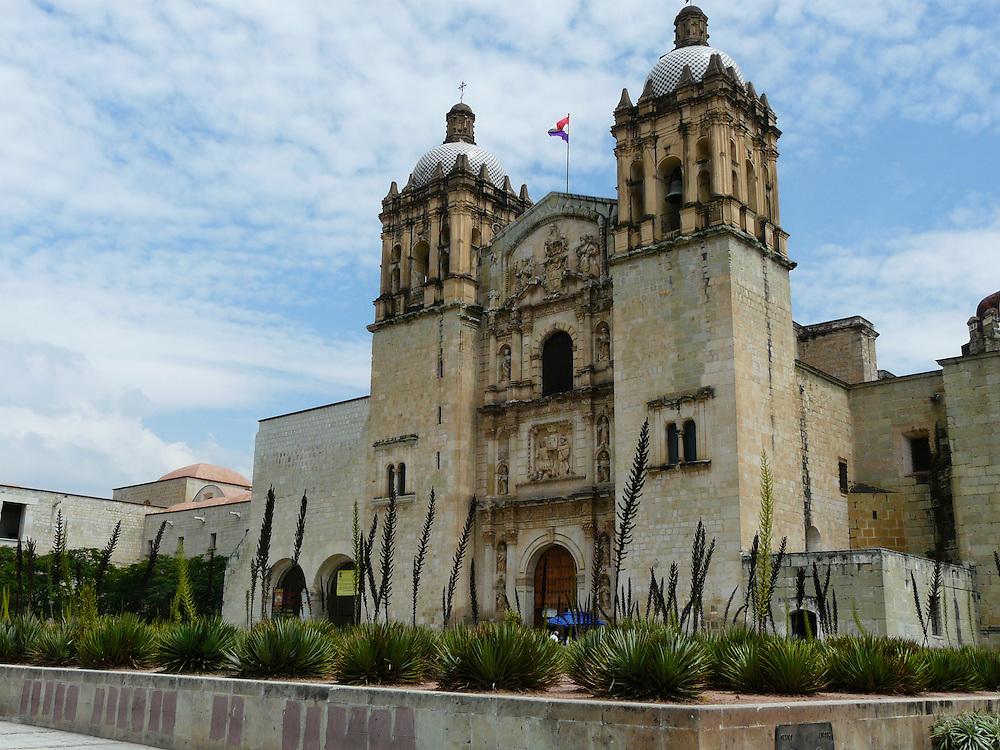 EN&gt; A view of the colonial church of Santo Domingo in Oaxaca, Mexico | <br /> SP&gt; Vista del templo colonial de Santo Domingo en Oaxaca (M&eacute;xico)