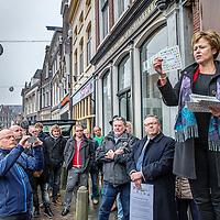 """Nederland, Alkmaar, 23 januari 2017.<br />NVJ in actie voor regionale kranten.<br />De Nederlandse Vereniging van Journalisten (VNJ) is maandag in actie gekomen tegen de bezuinigingsplannen bij de regionale kranten van de Holland Media Combinatie.<br />""""Wat zijn jullie ontzettend belangrijk voor onze inwoners"""", vulde Marjan van Kampen-Houwen (foto), burgemeester van Schagen, aan.<br /><br /><br /><br />Foto: Jean-Pierre Jans"""