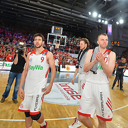 14.06.2015, Brose Arena, Bamberg, GER, Beko Basketball BL, Brose Baskets Bamberg vs FC Bayern Muenchen, Playoffs, Finale, 3. Spiel, im Bild Die Spieler des FC Bayern Muenchen Basketball frustriert nach der Niederlage gegen die Brose Baskets Bamberg. hier: (v.l.n.r.): Vasilije Micic (FC Bayern Muenchen), John Bryant (FC Bayern Muenchen) und Dusko Savanovic (FC Bayern Muenchen) // during the Beko Basketball Bundes league Playoffs, final round, 3rd match between Brose Baskets Bamberg and FC Bayern Muenchen at the Brose Arena in Bamberg, Germany on 2015/06/14. EXPA Pictures &copy; 2015, PhotoCredit: EXPA/ Eibner-Pressefoto/ Merz<br /> <br /> *****ATTENTION - OUT of GER*****