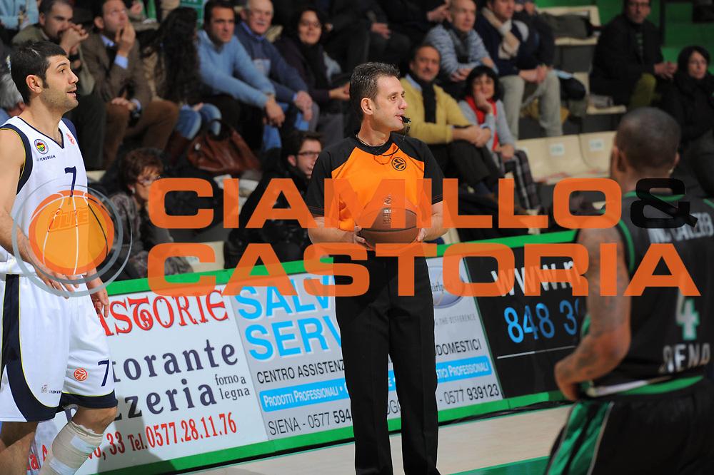 DESCRIZIONE : Siena Eurolega 2010-11 Montepaschi Siena Fenerbahce Ulker<br /> GIOCATORE : Referee<br /> SQUADRA : Montepaschi Siena <br /> EVENTO : Eurolega 2010-2011<br /> GARA :  Montepaschi Siena  Fenerbahce Ulker<br /> DATA : 16/12/2010<br /> CATEGORIA : <br /> SPORT : Pallacanestro <br /> AUTORE : Agenzia Ciamillo-Castoria/GiulioCiamillo<br /> Galleria : Eurolega 2010-2011<br /> Fotonotizia : Siena Eurolega Euroleague 2010-11 Montepaschi Siena  Fenerbahce Ulker<br /> Predefinita :