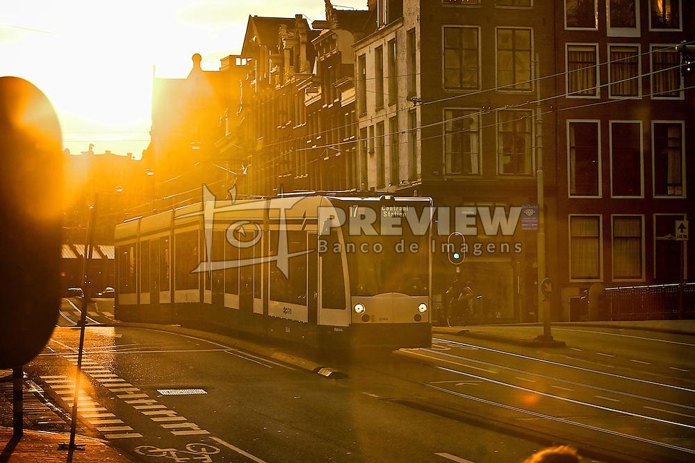 O principal meio de transporte de Amsterdã são as bicicletas. Mas há uma rede de bondes eletrétricos que corta toda a cidade. Por eles é fácil e rápido se deslocar por toda capital Holandesa. FOTO: Jefferson Bernardes/Preview.com