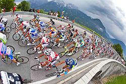 20.05.2011, Großglockner Hochalpenstrasse, AUT, Giro d´ Italia 2011, 13. Etappe, Spilimbergo - Großglockner, im Bild das Feld auf den Anstieg auf den iselsberg // during the Giro d´ Italia 2011, Stage 13, Spilimbergo - Großglockner, Austria, 2011-05-07, EXPA Pictures © 2011, PhotoCredit: EXPA/ J. Feichter