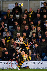 Wasps replacement (#23) Lee Thomas kicks a Penalty during the second half of the match - Photo mandatory by-line: Rogan Thomson/JMP - Tel: Mobile: 07966 386802 25/11/2012 - SPORT - RUGBY - Adams Park - High Wycombe. London Wasps v Leicester Tigers - Aviva Premiership.